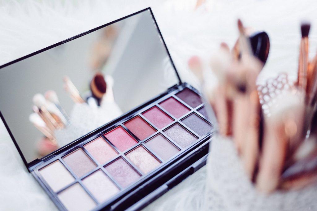 El maquillaje es inseparable del espejo