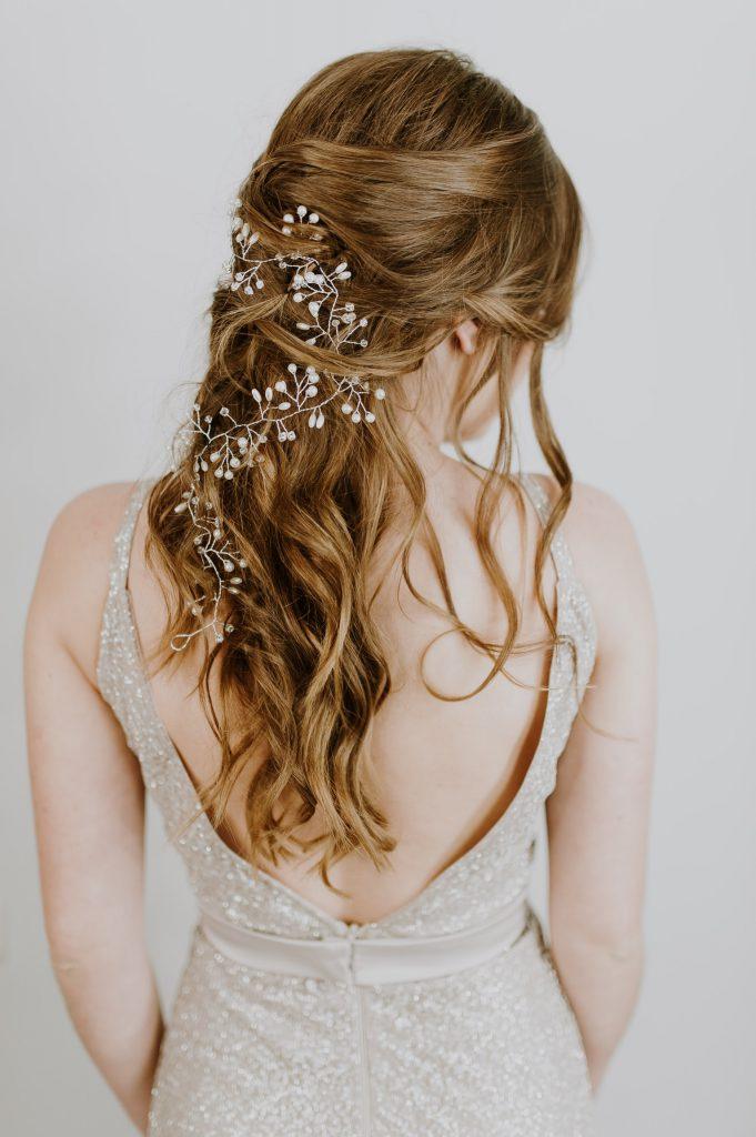 Una plancha de pelo además de alisar puede hacer ondas y rizos definidos