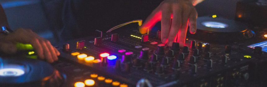 Un equipamiento DJ adecuado es aquel que hacer sentir a sus anchas a quien lo utilice