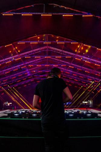 Además de contar con un equipamiento DJ adecuado, en esta profesión es vital tener cultura musical